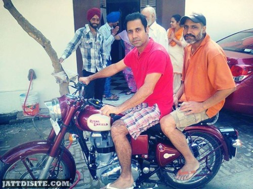 Binnu Dhillon enjoying ride in bullet