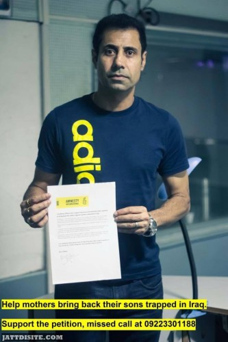 Binnu Dhillon  with his charity paper