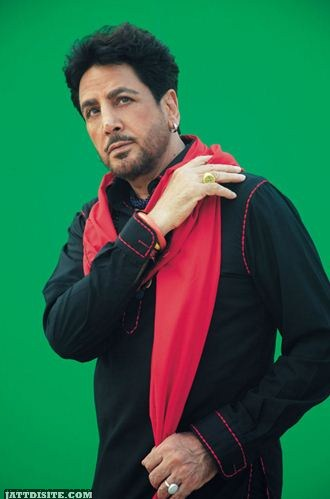 Gurdas maan Soood pose