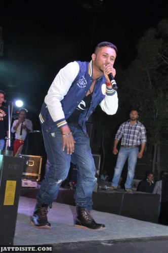 Honey-Singh-With-mike0