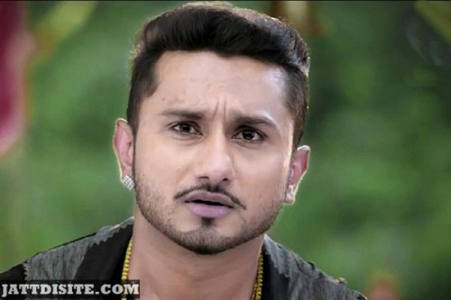 Showing FAce Honey Singh