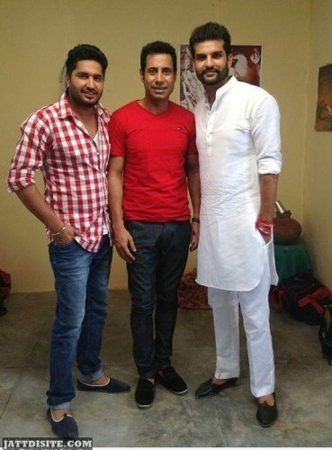 biinu dhillon With other 2 singers
