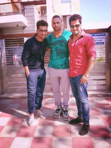 Mankirat Aulakh With Friends