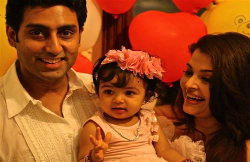 Abhishek Bachchan With His Wife & Daughter
