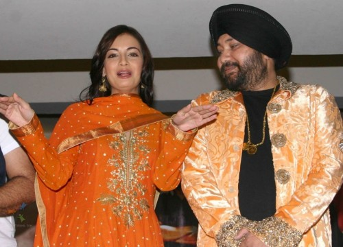 78727-daler-mehndi-and-dia-mirza-at-a-press-meet-for-the-film-kissan-in-new
