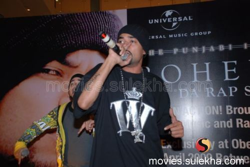 Bohemia Performs Live at Oberoi Mall Gallery