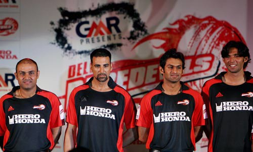Shoaib Malik With Akshay Kumar,virender Sehwag And Mohammad Asif
