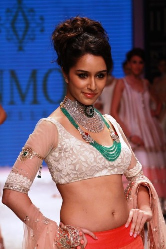 Shraddha Kapoor Wearing Necklace