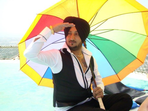 Inderjit-Nikku-Posing-With-Umbrella
