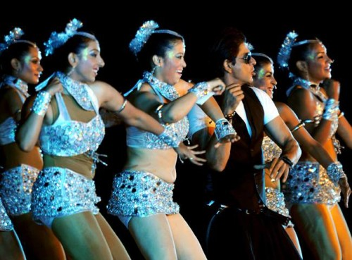 SRK Dancing With Girls