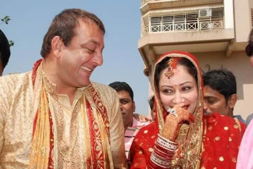 Sanjay Dutt Smiling Pic With His Wife