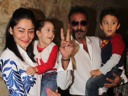 Sanjay Dutt With His Wife & Kids