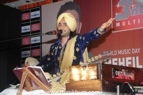 Satinder-Sartaj-Performing