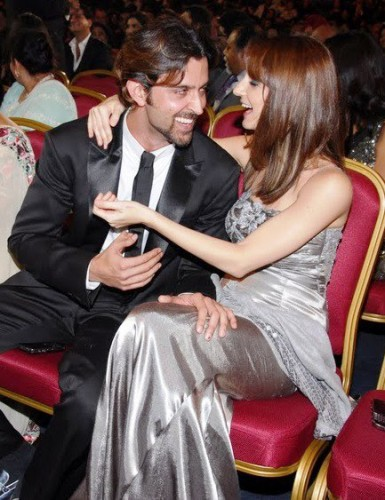 Showing Love Hrithik Roshan With His wife