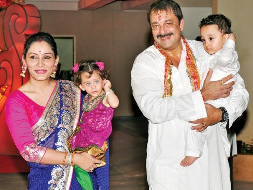 Smiley Sanjay Dutt With His Family