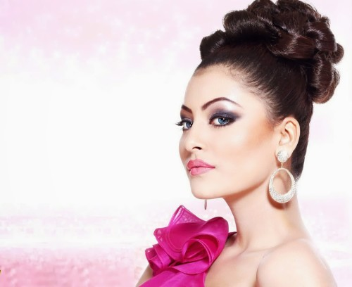 Urvashi Rautela Looking Gorgeous