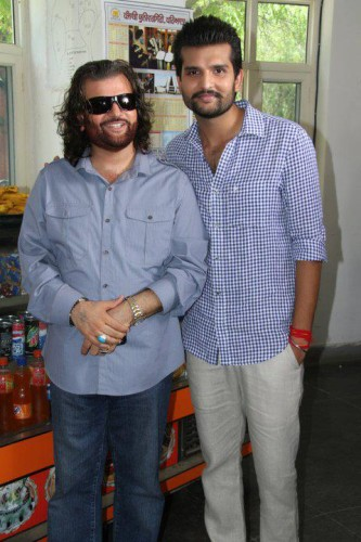Yuvraj-Hans-With-Father-Hans-Raj-Hans000
