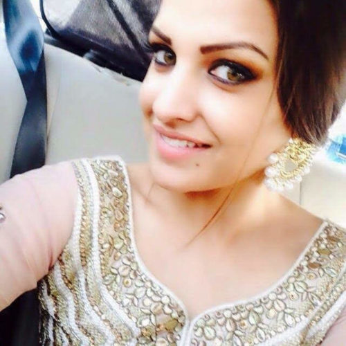 himanshi_khurana_wearing_beautiful_earings