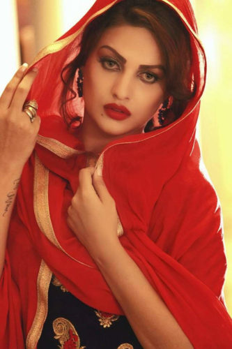 himanshi_khurana_wearing_red_dupatta