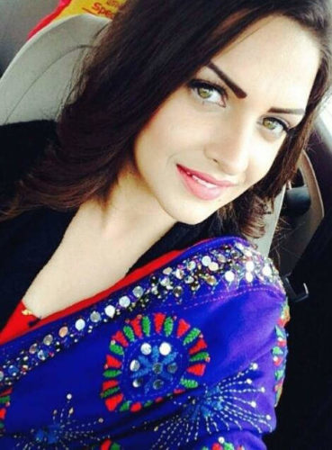 himanshi_khurana_wearing_royal_blue_dupatta